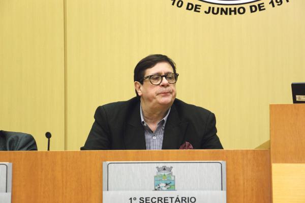 """O evento ficou conhecido no meio cultural como: """"Festhumor – o Salão de Humor de Foz do Iguaçu que virou piada"""""""